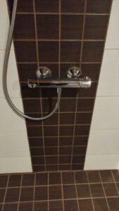 Kylpyhuoneen seinälaatoitus